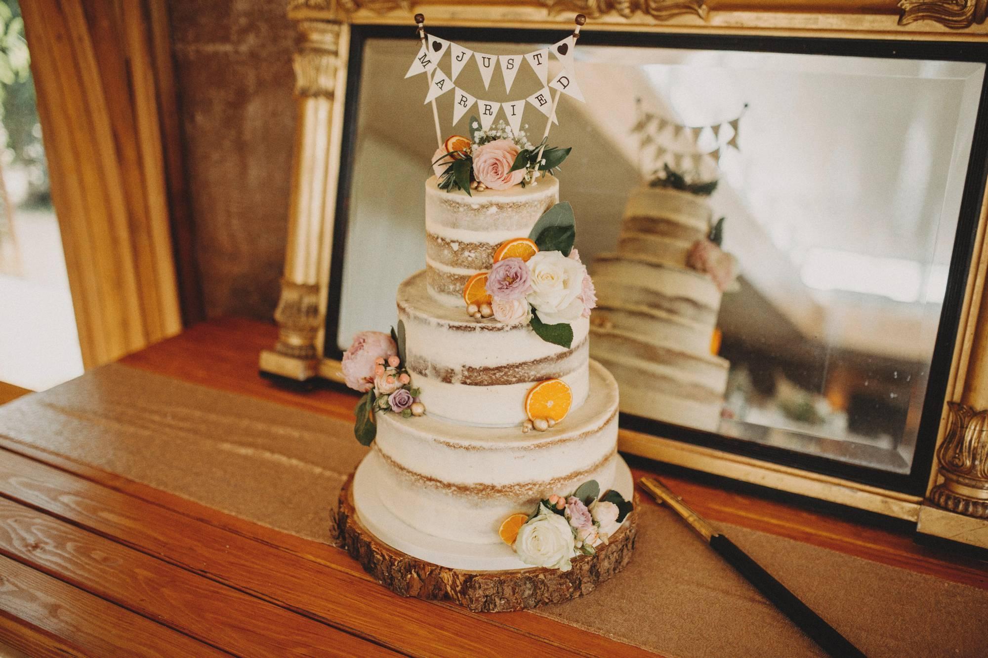 cake at elmore court wedding